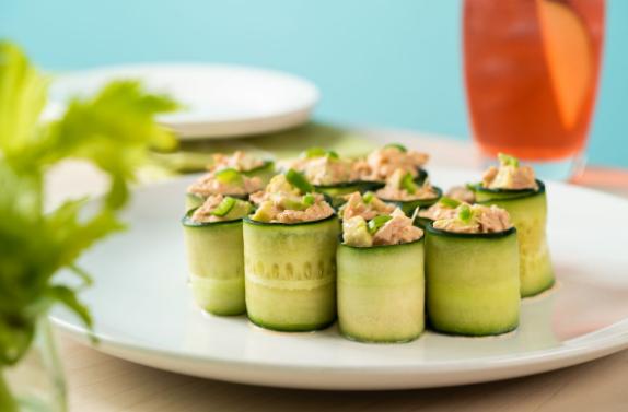 Receta de rollitos de pepino rellenos de ensalada de atún