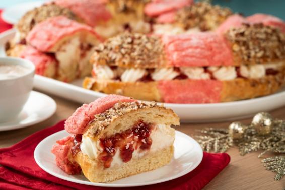 Receta de rosca de reyes rellena de mermelada de fresa y queso
